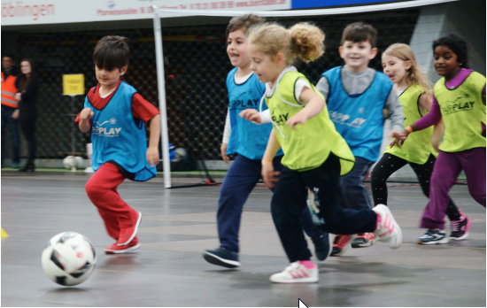 Neue Fußballkindergarten Gruppe und Torspieler Gruppe