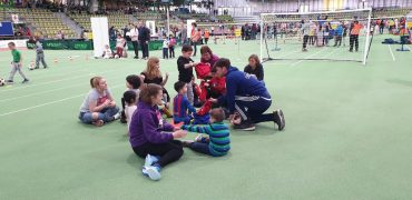 400 Kinder kicken an den Fair Play Stationen